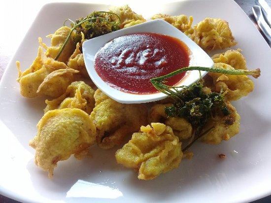 Fort Dew Restaurant: Calamari
