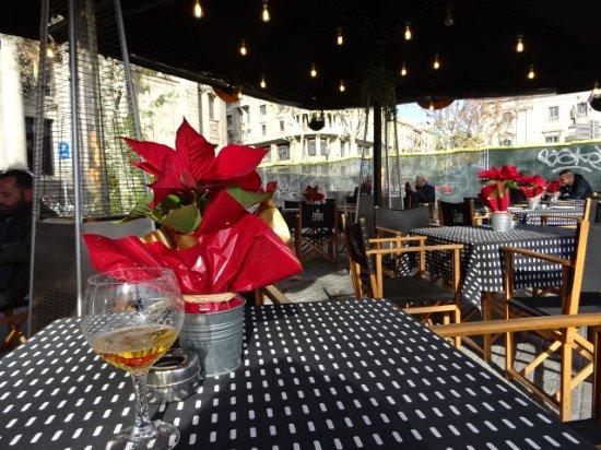 La Casa de les Lletres : patio service