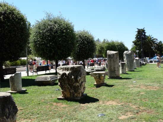 The Forum: Pozostałości rzymskich budowli