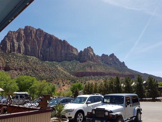 Zion Canyon Campground: der RV ist umgeben von tollen Bergmassiven