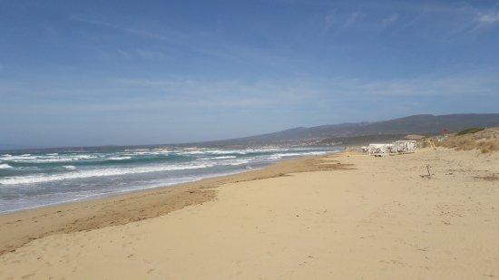 Narbolia, Italy: La plage d'Is Arenas... qui permet aussi de se poser à l'écart des autres
