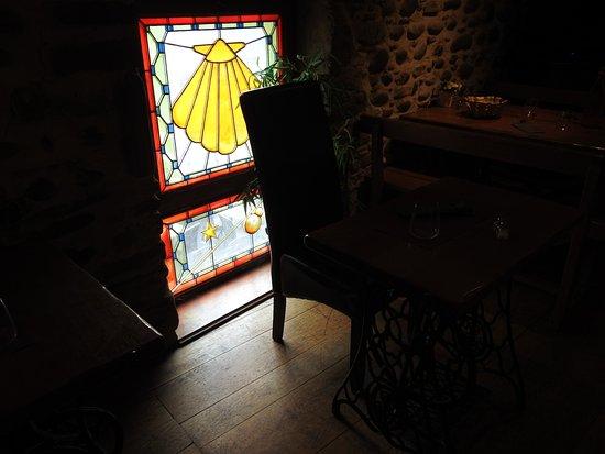 La Taverne de Saint Jacques: Table individuel..superbe idée..