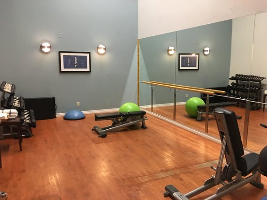InterContinental Toronto Centre : Gym - some lighter weights and stretching area