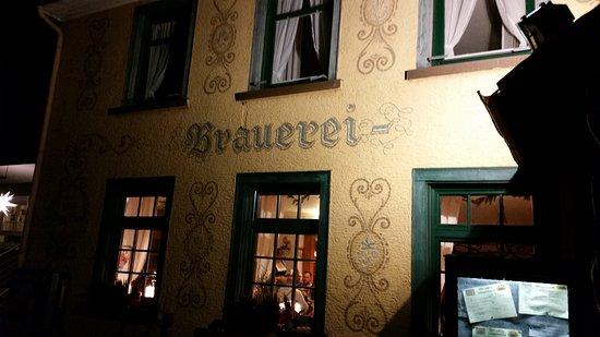 Brauereigaststatte Rogg: Abendliche Ansicht des Brauerei-Gasthofes