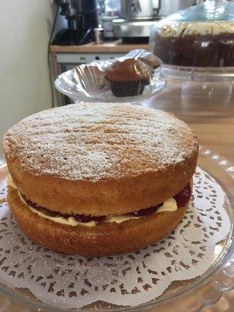 Bexhill-on-Sea, UK: homemade victoria sponge cake