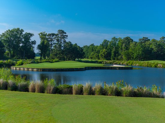 Grandy, Carolina del Norte: The Carolina Club has charming views with a fun, challenging course.