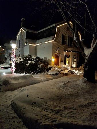 أدميرال بييري إن بد آند بركفاست: inviting on a cold winters night