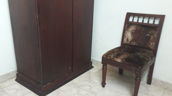 Pagoda Resorts Alleppey: Furniture in room