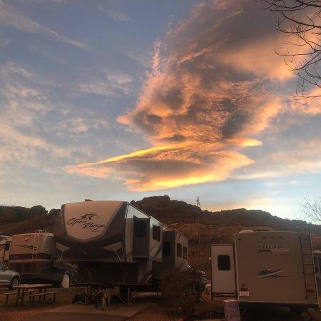 Dakota Ridge RV Park: Sunset at campground