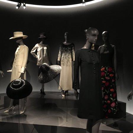 picture of musee yves saint laurent paris. Black Bedroom Furniture Sets. Home Design Ideas