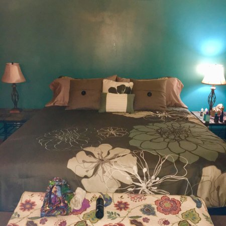 Lowell, IN: Thyme for Bed
