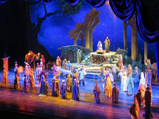Christmas Spectacular Starring the Radio City Rockettes: The Nativity Scene