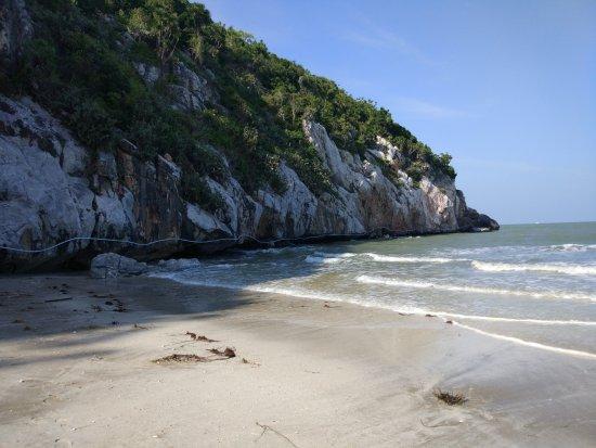 Kui Buri, Таиланд: Левая сторона пляжа
