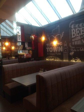 Ibis Belfast Queens Quarter: Bar y restaurante