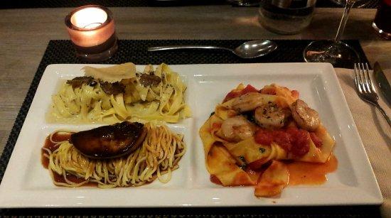 Sapori Ristorante : Le tris de pâtes fraiches (foie gras poêlé, scampis tomates, truffes et parmesan)