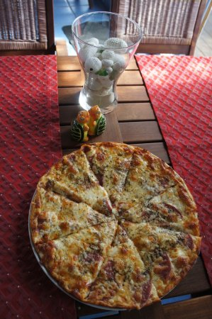 Shannas Cove Resort Restaurant: delicious and hearty pizza