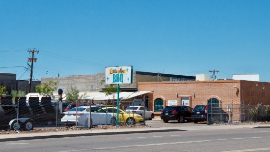 Little Miss Bbq: A view of the restaurant from the parking lot across the street