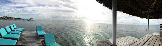 Pelican Reef Villas Resort: am from the pier