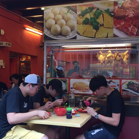 Famosa Chicken Rice Ball Restaurant: Don't bother!!!