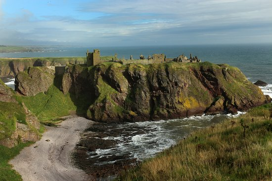 Stonehaven, UK: Castle and Beach