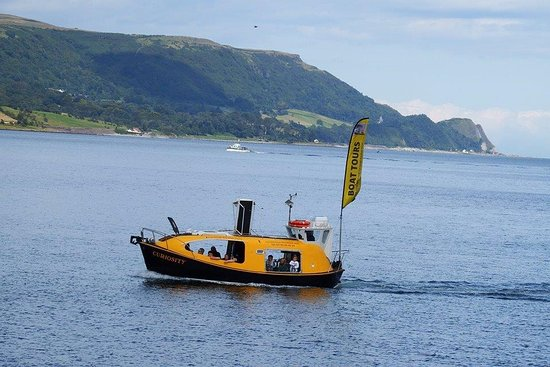 Carnlough, UK: Passengers enjoy views of Garron Point