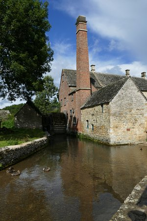 Lower Slaughter, UK: The old mill with the museum, tea and gift shop