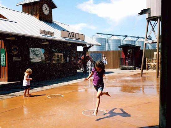 Wall, Dakota del Sur: Cool Down in the Backyard