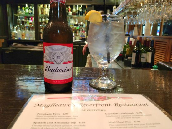 Natchitoches, Luizjana: dining at the bar