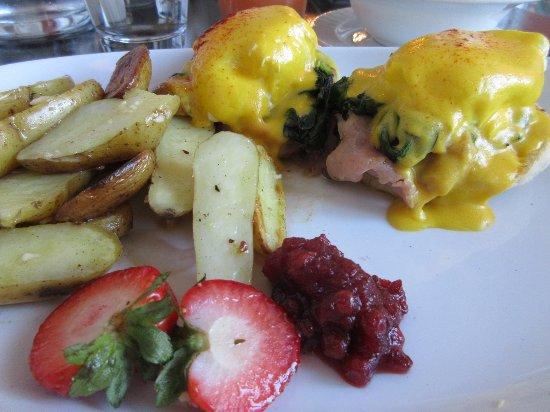 700 Drayton Restaurant : Eggs Benedict