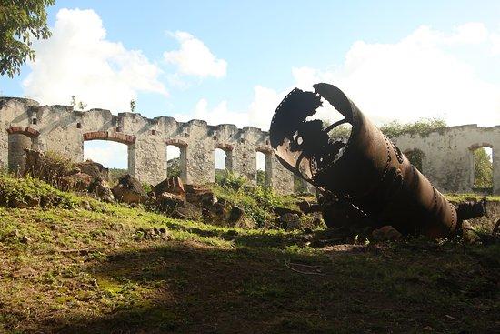 Habitation Roussel - Trianon: Distilling tank rusting away