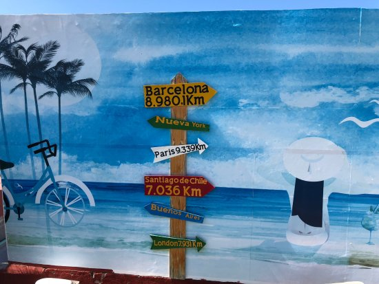 La Casa del Farol Hotel Boutique: Pool wall art at La Casa del Farol Hotel