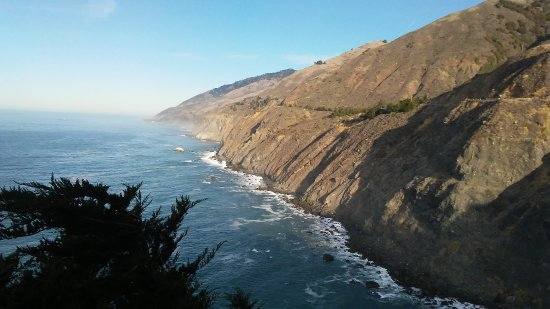 Ragged Point Inn and Resort: Looking up the coast to Big Sur