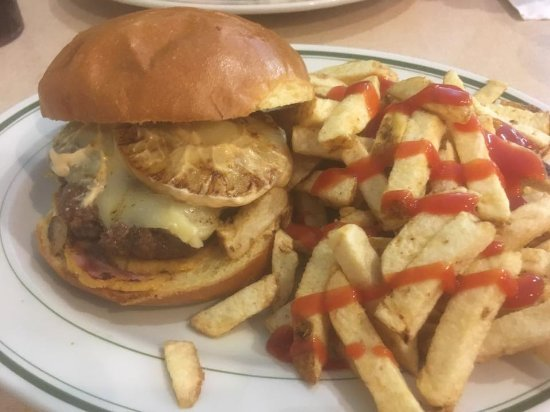 Mels Tearoom: Big Kahuna burger