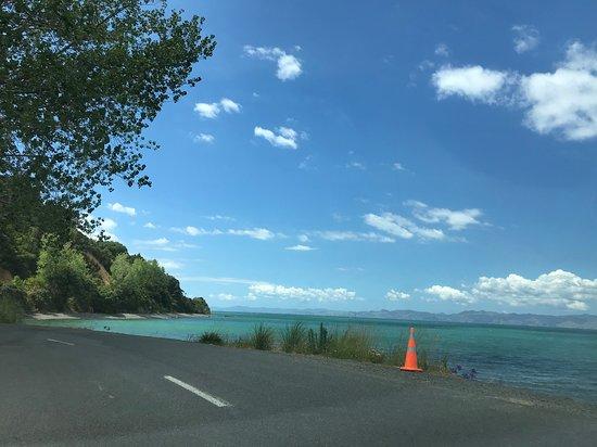Kawakawa Bay: Beautiful coast line