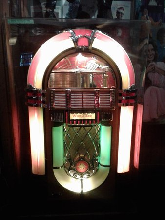 One of the great Wurlitzer jukeboxes from back-in-the-day  Wow