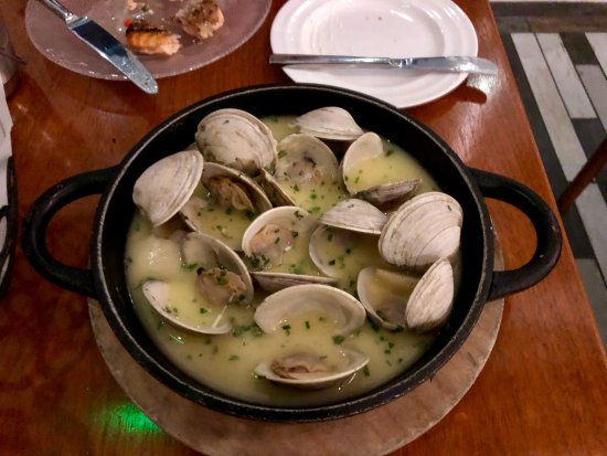 Oxon Hill, MD: Clams - awesome sauce!