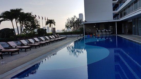 Bra Hotel nära pratunam men saknar sol vid pool