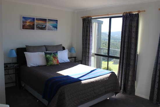 White Beach, Australia: Blue room with queen bed