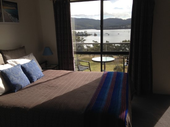 White Beach, Australia: Blue room with views to Parson's Bay from the bed