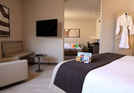 AC Hotel by Marriott Nice: Guest room
