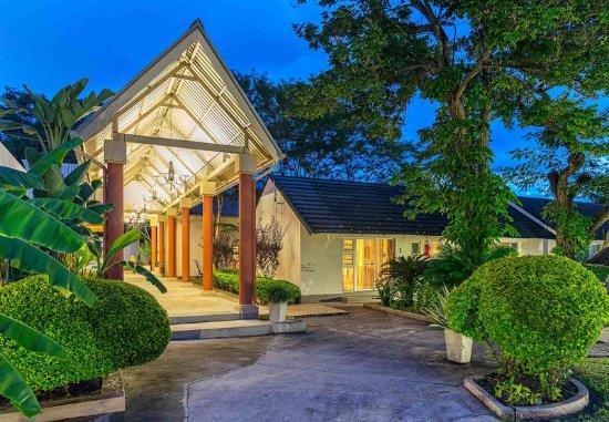 Protea Hotel Zambezi River Lodge: Exterior