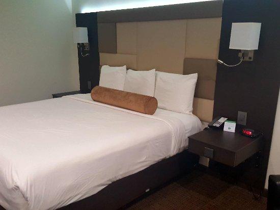 Hotel Xilo Glendale: 20171218_232402_large.jpg