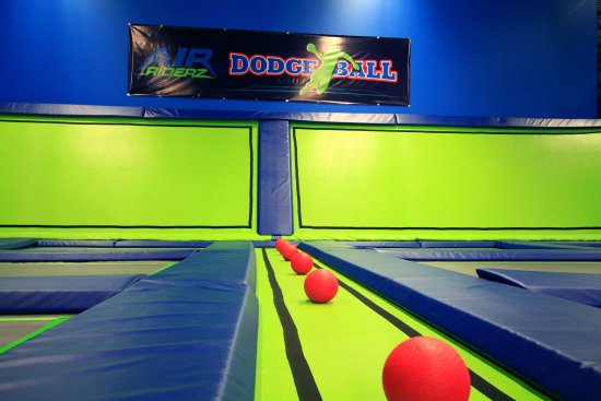 Aurora, Canadá: Lets Have fun at Air Riderz Trampoline Park with Dodge Ball