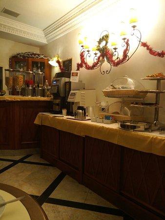 Amalfi Hotel: TA_IMG_20180101_081400_large.jpg