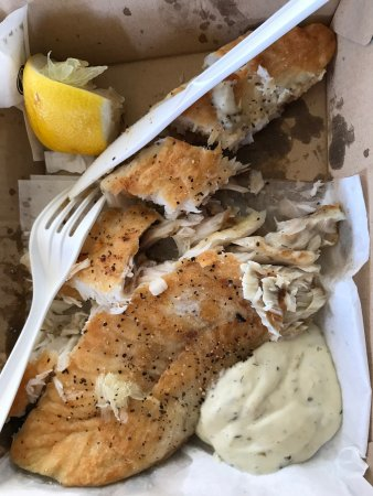 Cable Beach General Store and Cafe: Takeaway lunch: grilled barramundi and tartare sauce