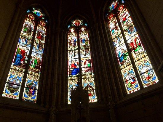 Montmorillon, ฝรั่งเศส: Une église du 19ème siècle