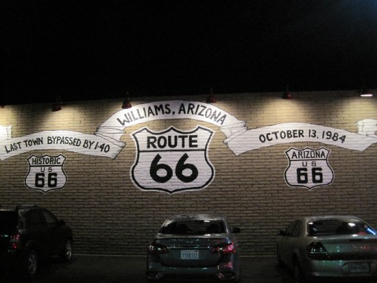 Grand Canyon Railway Hotel: Situated just off Route 66