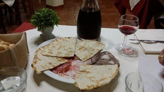 Baricella, Italy: Salumi nostrani con piadina