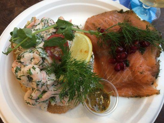 Hallernes: smorrebrod : crevettes et saumon, 211 dkk
