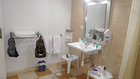 Behinderten Badezimmer höhenverstellbares Waschbecken - Bild von ...